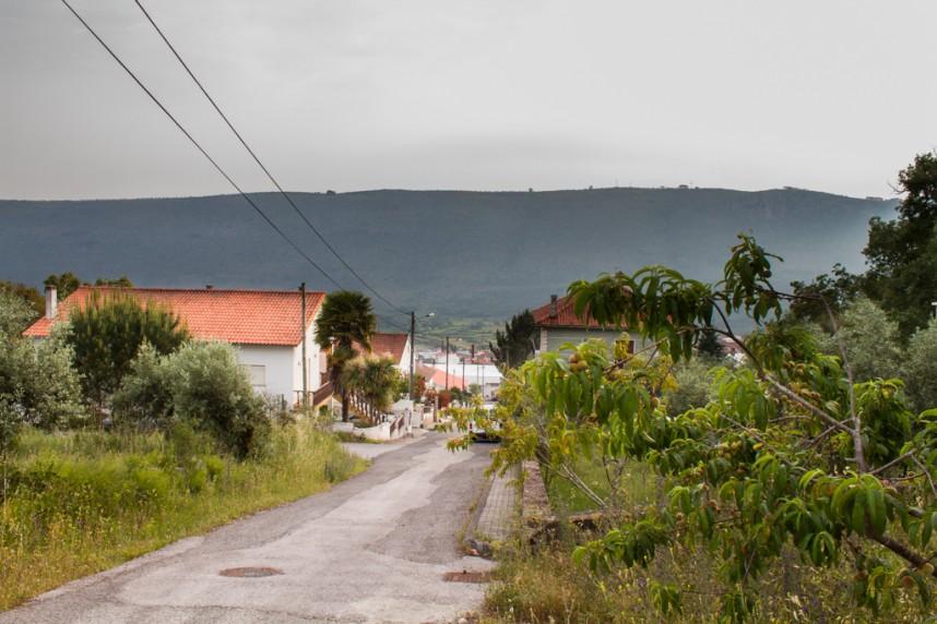 Chemin dans un village portugais
