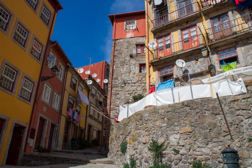 Rue portugaise colorée